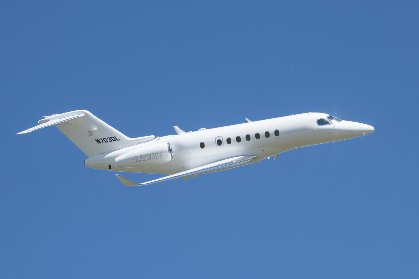 Le quatrième Cessna Longitude décolle