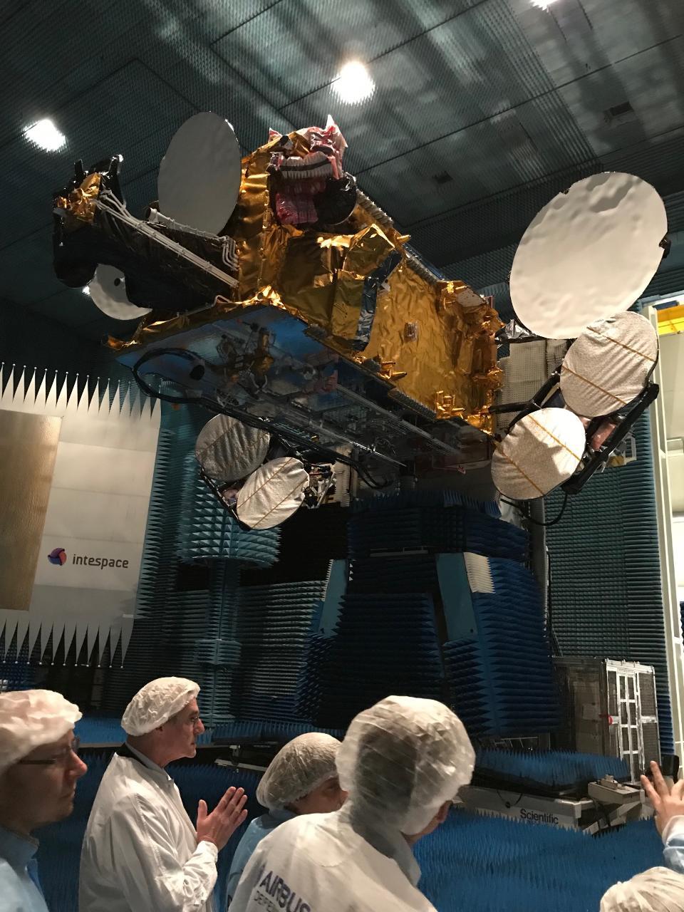 Airbus et SES présentent le plus gros satellite tout électrique du monde