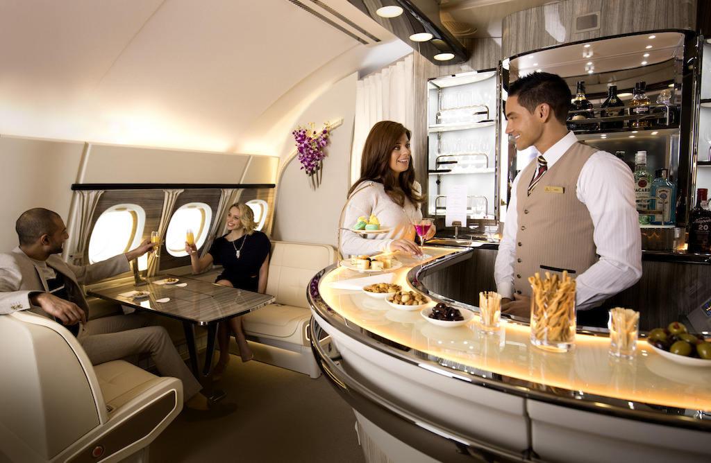 Airbus A380 : le nouveau bar-lounge d'Emirates