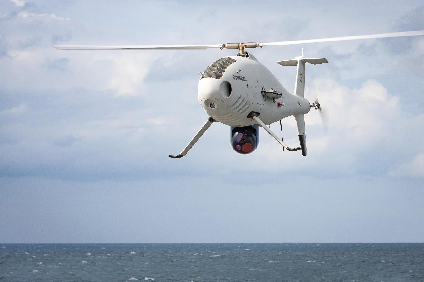 A bord du Dixmude : Le camcopter poursuit son intégration