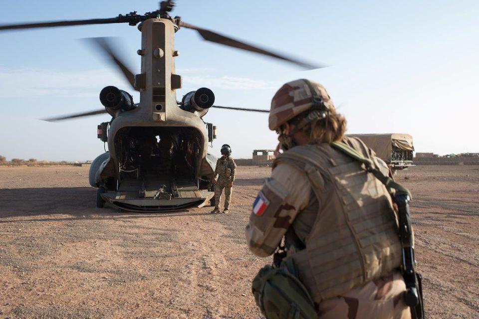 Prolongation de la mission des Chinook britanniques au Mali
