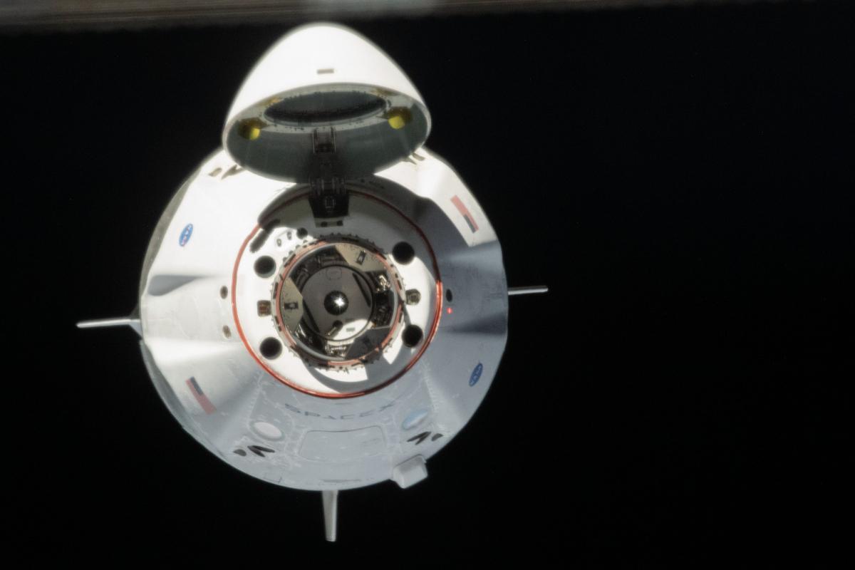 Le premier Crew Dragon habité de SpaceX a rejoint l'ISS