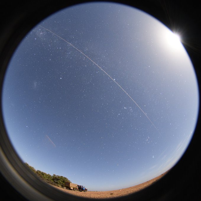 Une capsule d'échantillons d'astéroïde dans le ciel australien