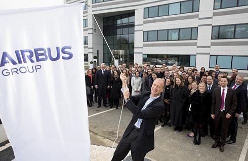 Airbus Avions commerciaux fusionne dans Airbus Group