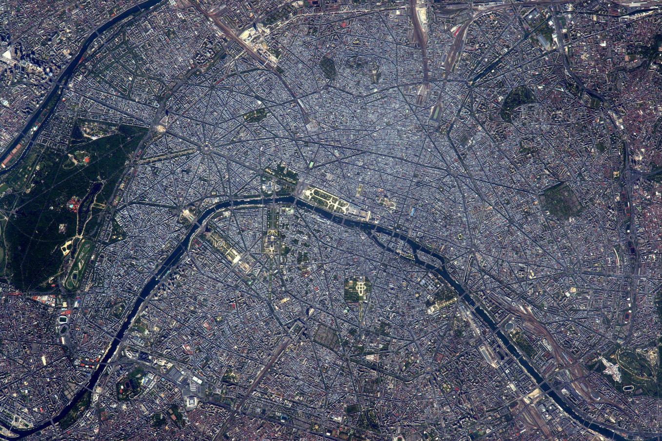 La Terre dans l'oeil de Thomas Pesquet #70 : à Paris, quand un amour fleurit...