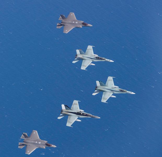Arrivée en Australie de deux premiers F-35A