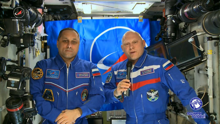 L'Expedition 55 salue Gagarine