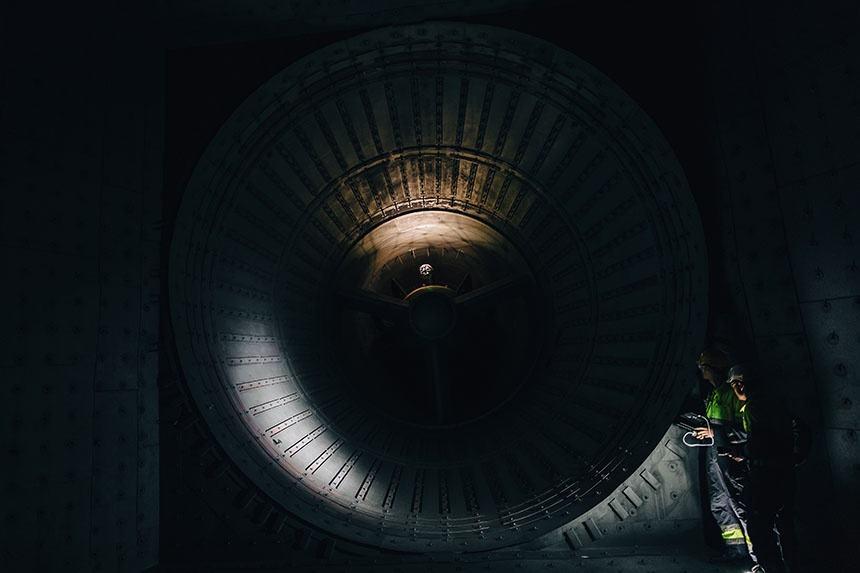 Le drone Elios conduit une inspection dans une turbine à gaz