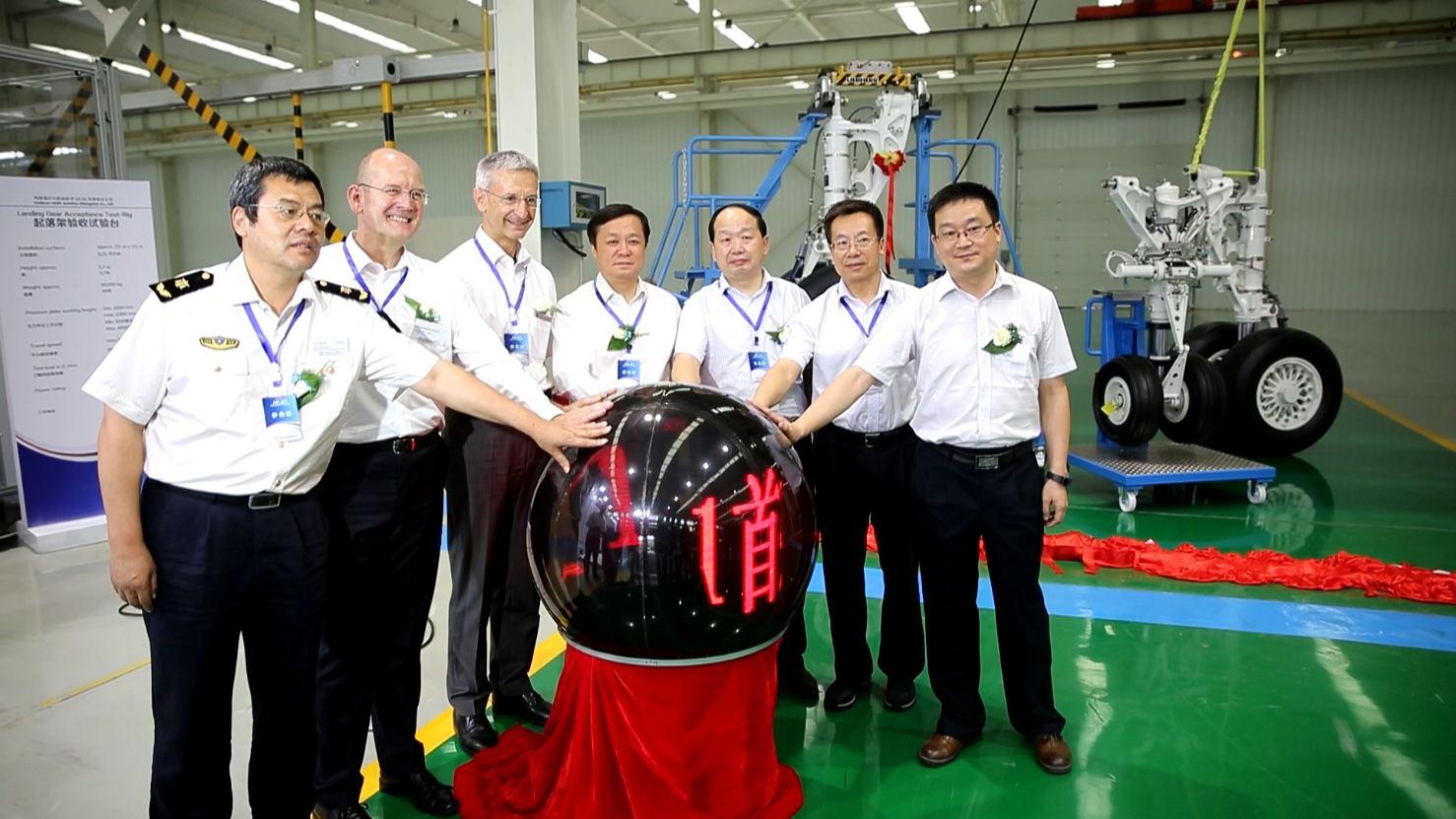 Liebherr LAMC Aviation livre le premier train d'atterrissage assemblé en Chine pour l'ARJ