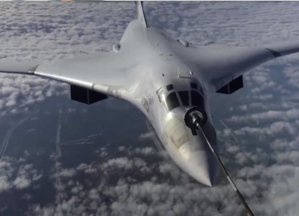 VIDEO. Bombardiers russes Tu-160 ravitaillés en vol