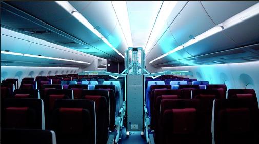 Coronavirus : Qatar Airways désinfecte ses avions avec un robot à UV