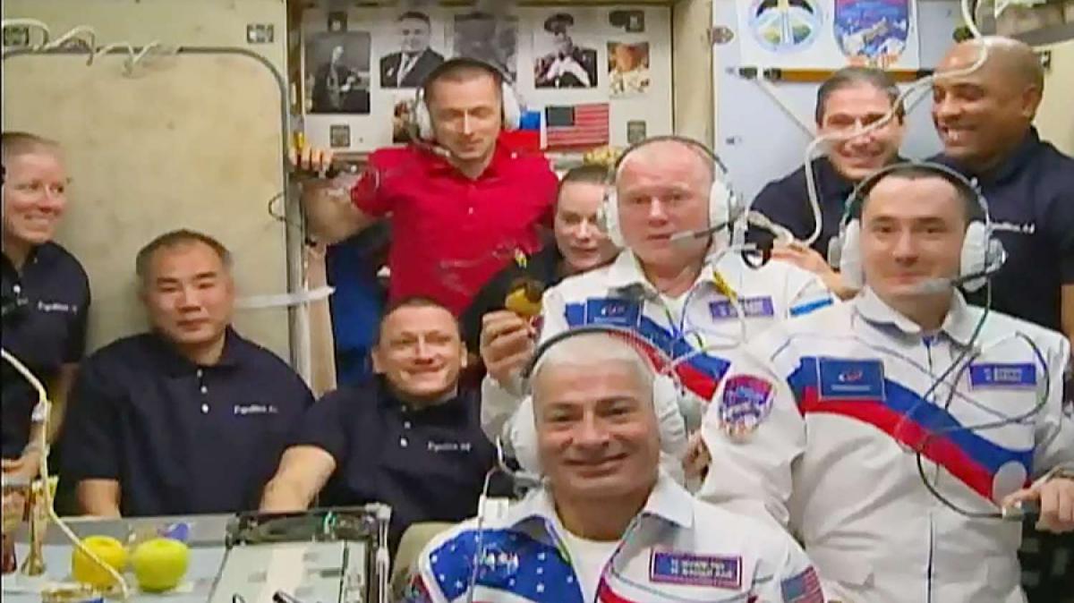 Dix passagers à bord de la Station spatiale internationale