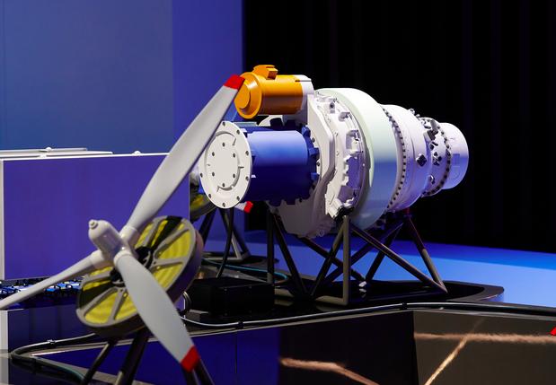 Russie : UEC dévoile la maquette de son premier moteur hybride