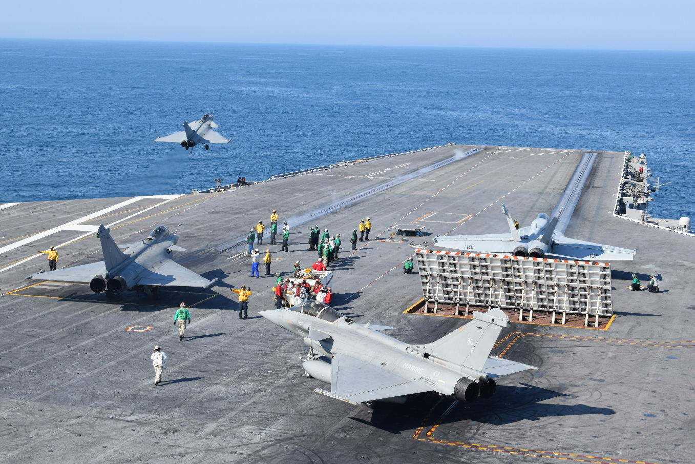 French Navy pilots train on U.S. carrier
