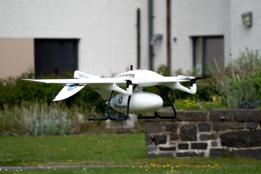 Covid-19: livraison de tests et de matériel par drone