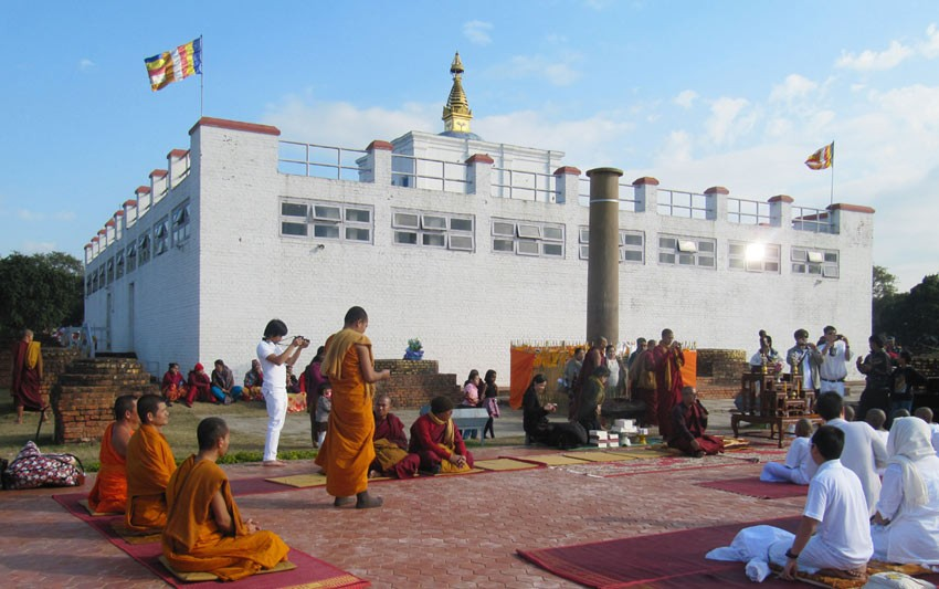 Over 430 Korean Buddhists offer prayers for global peace