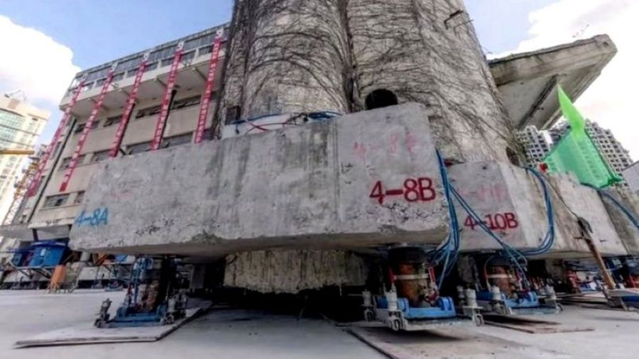China shanghai moved 76 ton builind to 62 meter far