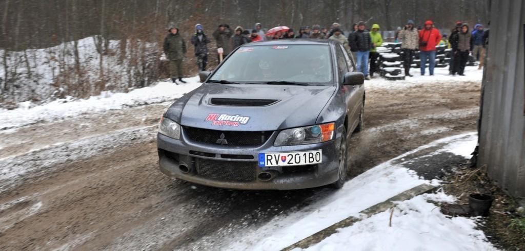 Content 83312 large sutazne auta prvykrat tohto roku zavrcali pri presove fotil ich daniel hlinka
