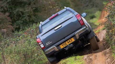 Thumb isuzu d max my17 rear on rough track
