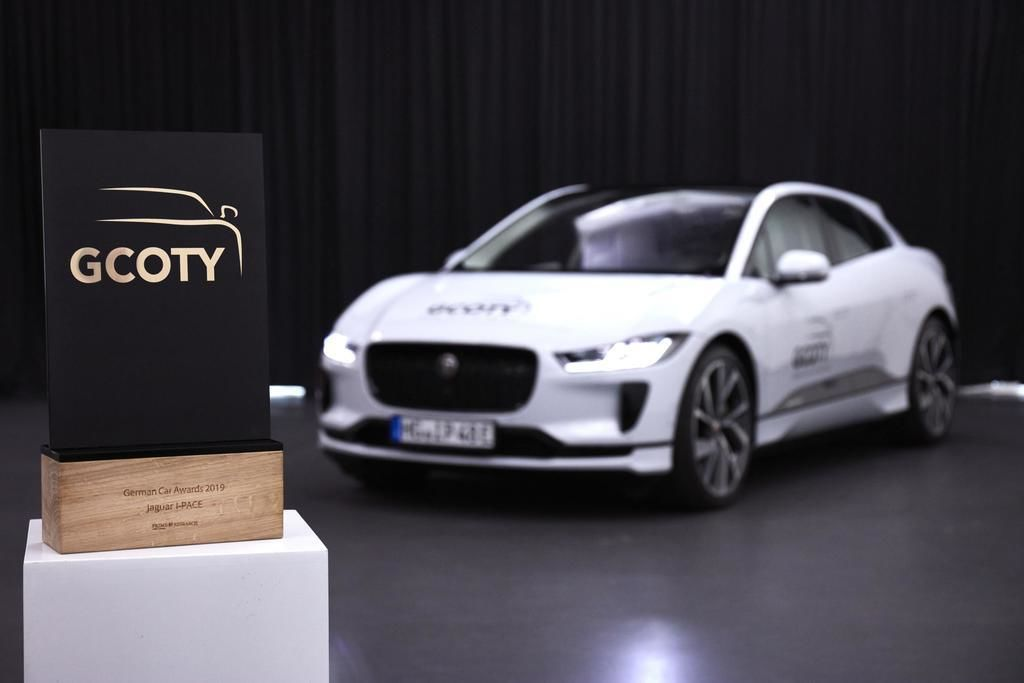 Content g coty 2019 jaguar i pace with german car of the year award   european model shown