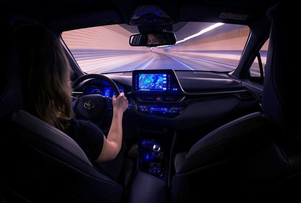 Content moderna vybava v aute autozurnal.com 6