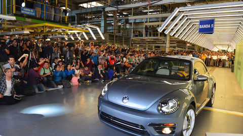 Thumb beetle posledn  vw ends the production of this iconic model
