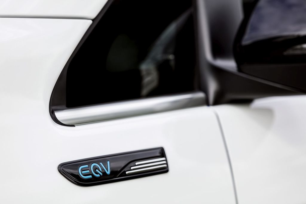 Content elektricka dodavka elektricke mpv novy mercedes benz eqv autozurnal.com  5
