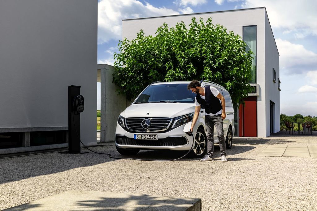 Content elektricka dodavka elektricke mpv novy mercedes benz eqv autozurnal.com  10