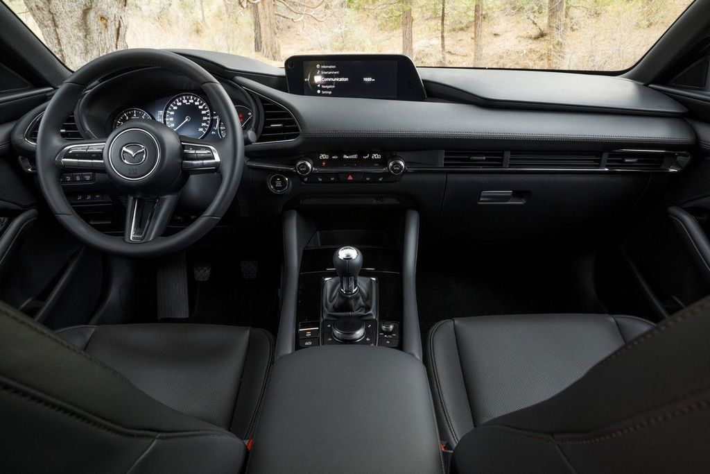 Content mazda 3 zenske auto roka womens car of the year autozurnal  11