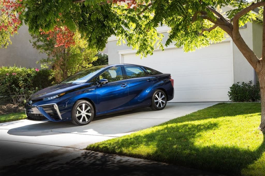 Content 2016 toyota fuel cell vehicle 019