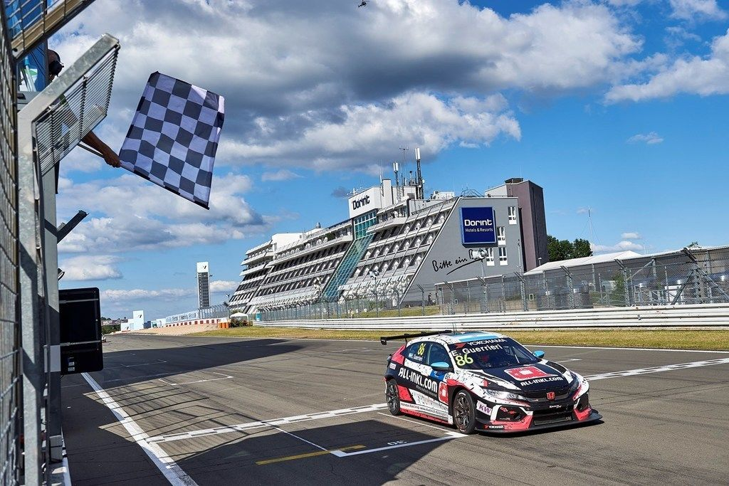 Content 199265 honda civic type r tcr awarded model of the year prize