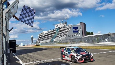 Thumb 199265 honda civic type r tcr awarded model of the year prize