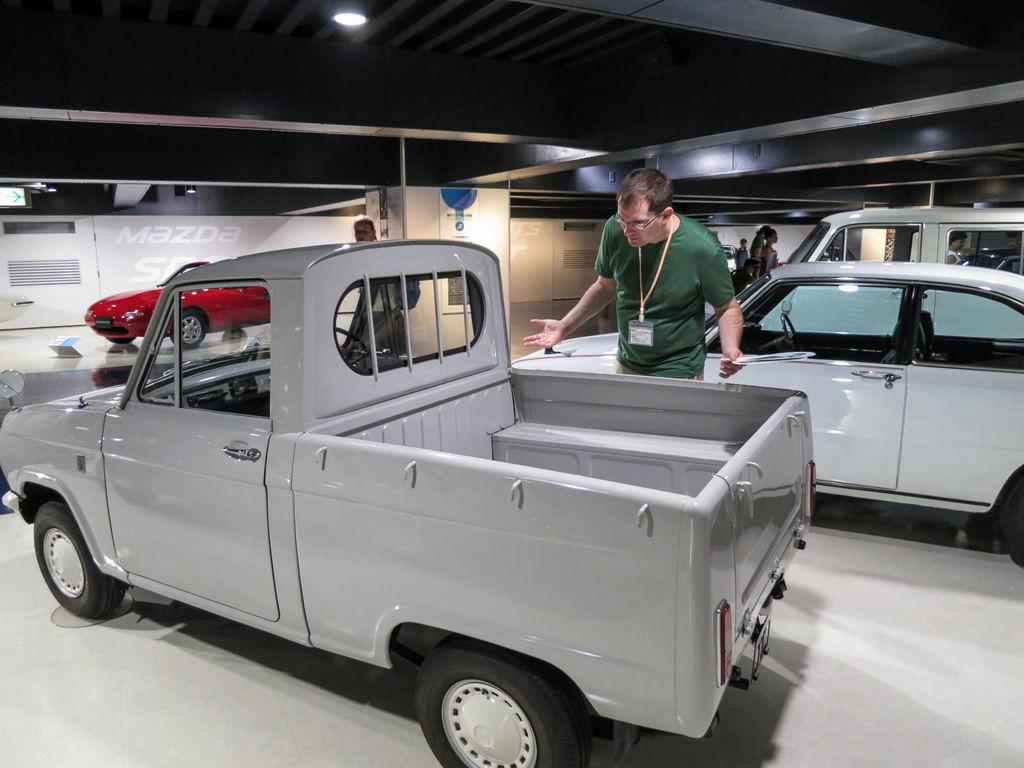 Content mazda r360 truck 1961