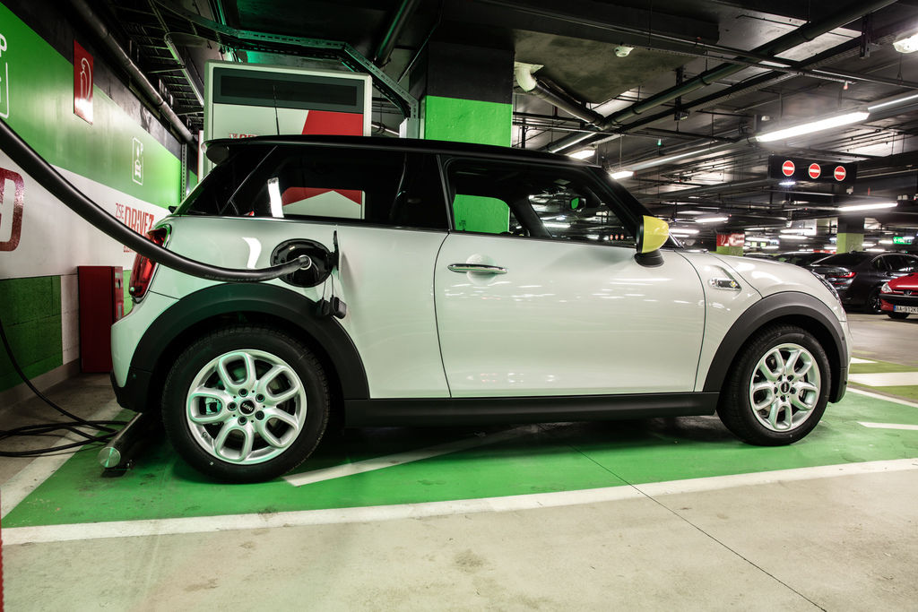 Content mini electric photo by peter frolo 1r2a3775