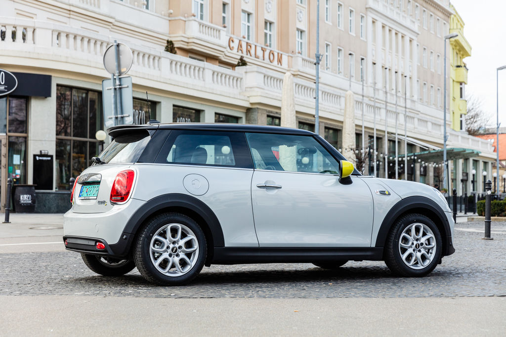 Content mini electric photo by peter frolo 1r2a4813