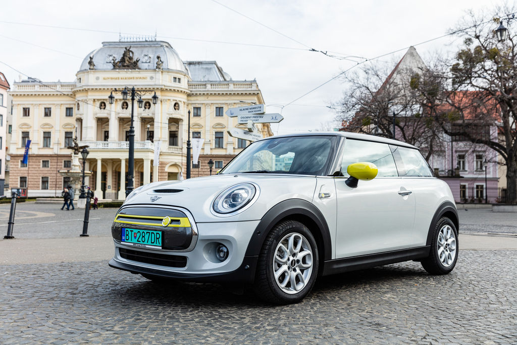 Content mini electric photo by peter frolo 1r2a4805