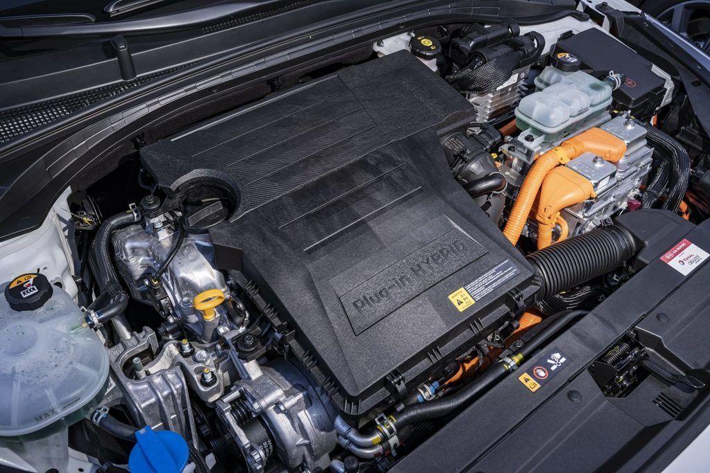 Content kia ceed sw xceed phev plug in hybridy autozurnal.com  15