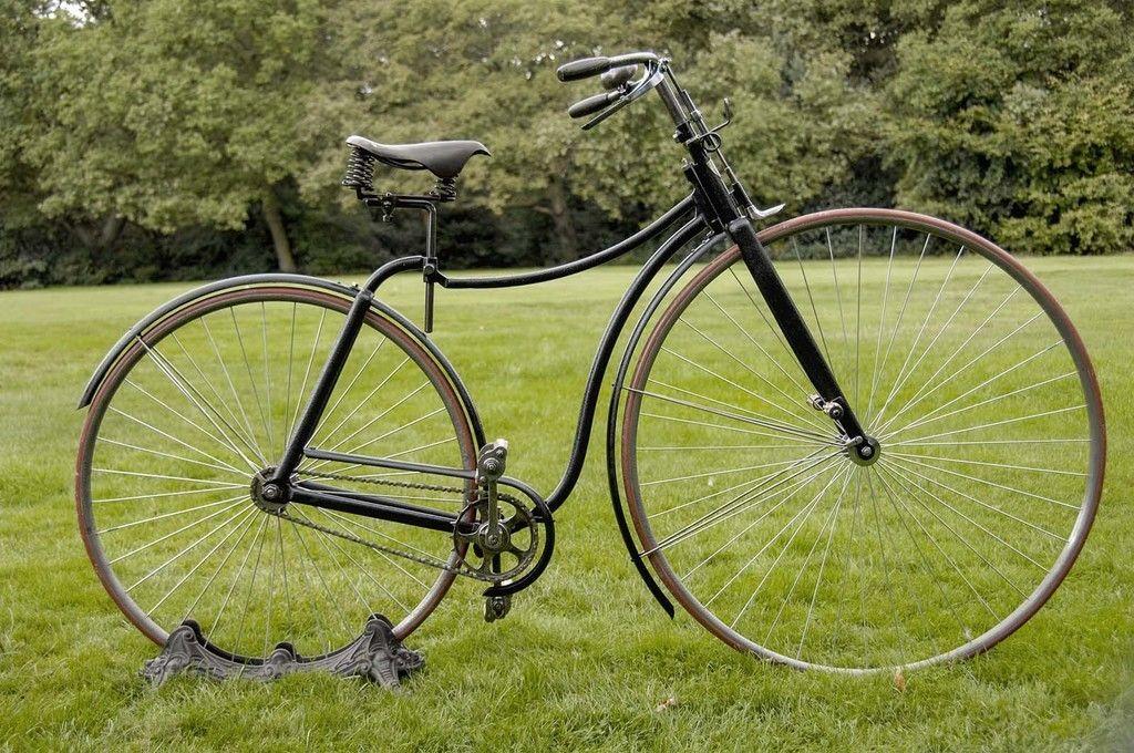 Content bezpecny bicykel rover z roku 1887