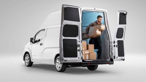 Thumb nissan e nv200 xl voltia back view open door delivery guy.jpg.ximg.l 12 m.smart