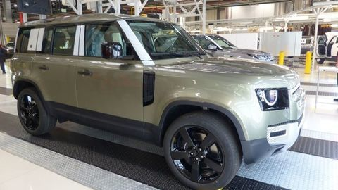 Thumb land rover defender