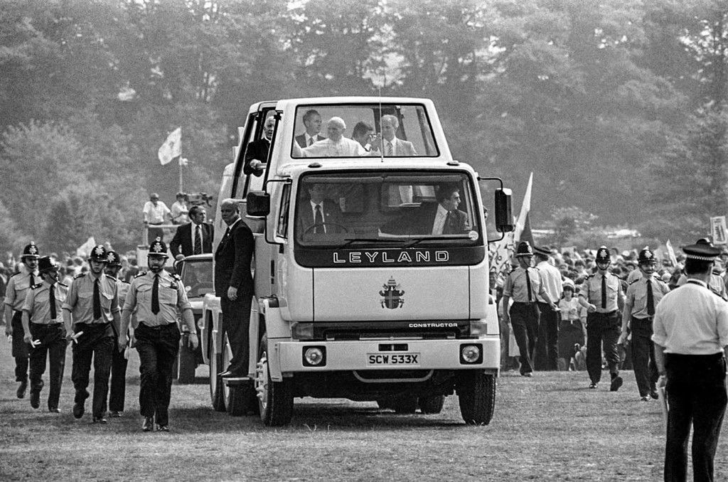 Content 11 24 ton leyland popemobile 1982
