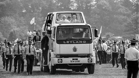 Thumb 11 24 ton leyland popemobile 1982