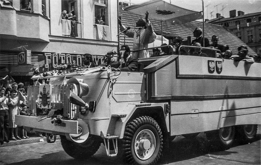 Content ioannes paulus ii  pilgrim to poland  gniezno  chrobrego street  2  1979