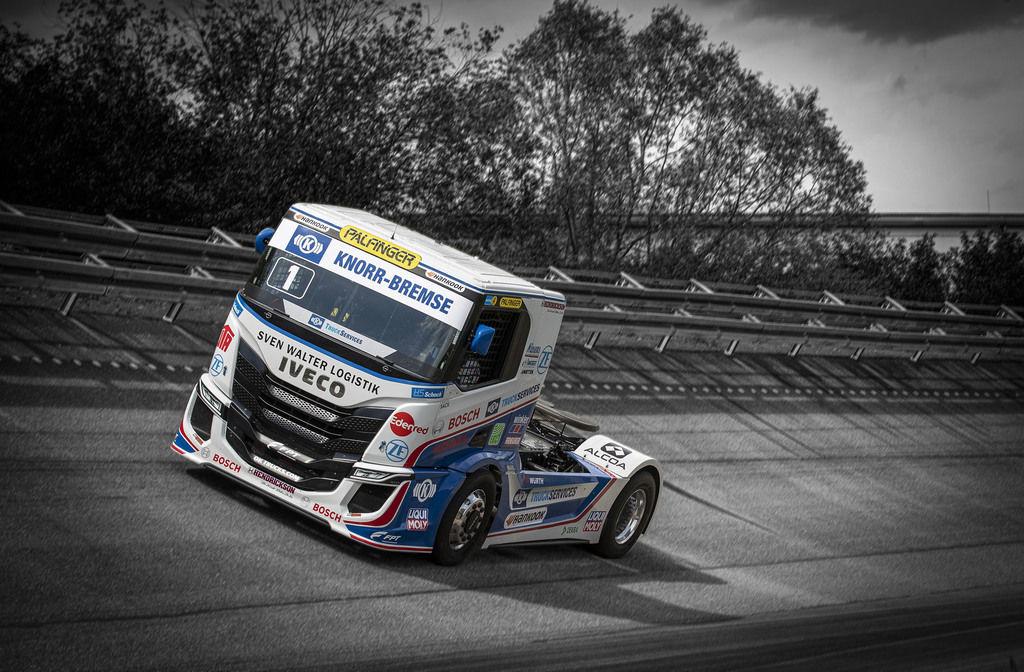 Content 03 iveco s way r racing trucks2