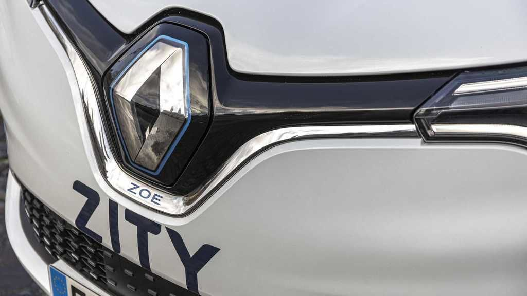 Content renault zoe in zity car sharing fleet in paris france3
