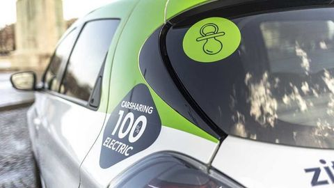 Thumb renault zoe in zity car sharing fleet in paris france7