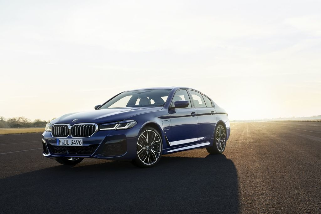 Content bmw 5  facelift 2021 autozurnal.com 10