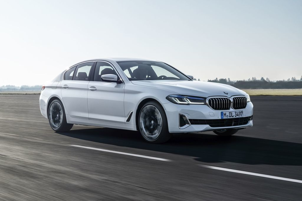 Content bmw 5  facelift 2021 autozurnal.com 51