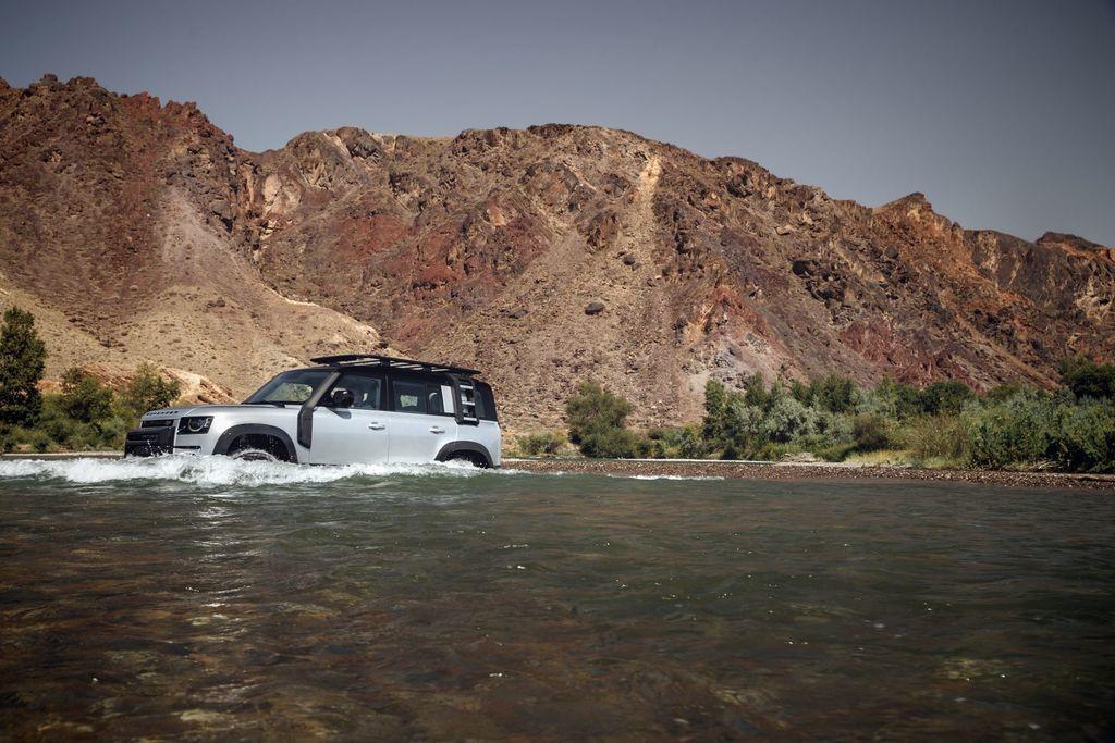 Content land rover defender 2020 test prva jazda autozurnal.com 10