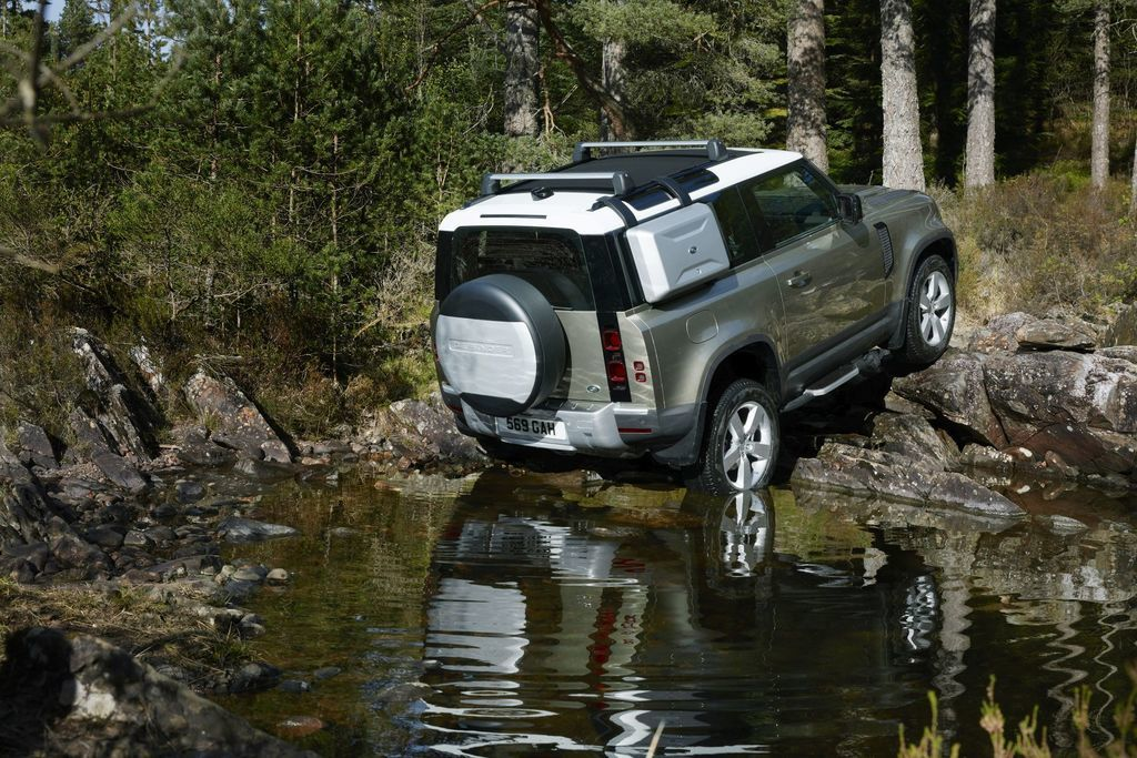 Content land rover defender 2020 test prva jazda autozurnal.com 21